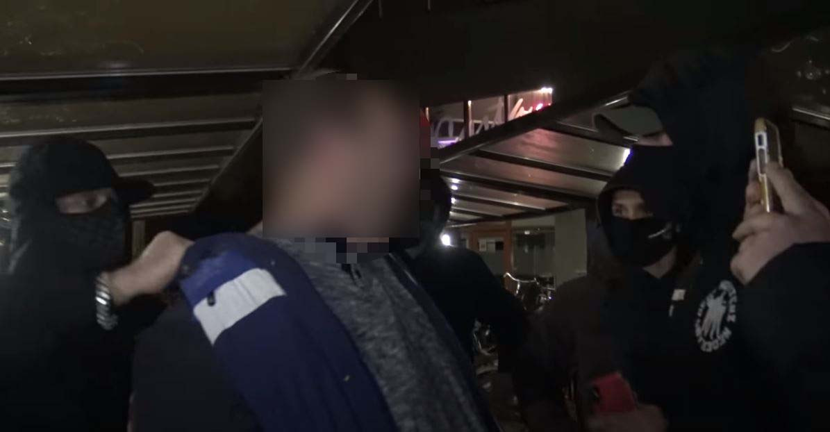 Pedojagers lokten de IJsselsteiner in de val. Hij dacht met Roosje af te spreken, maar trof op het bussttation een groep mannen die het burgerarrest filmden.