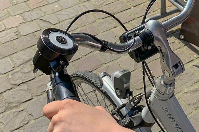 Dodehoekbakje dat verbonden is aan de bel.