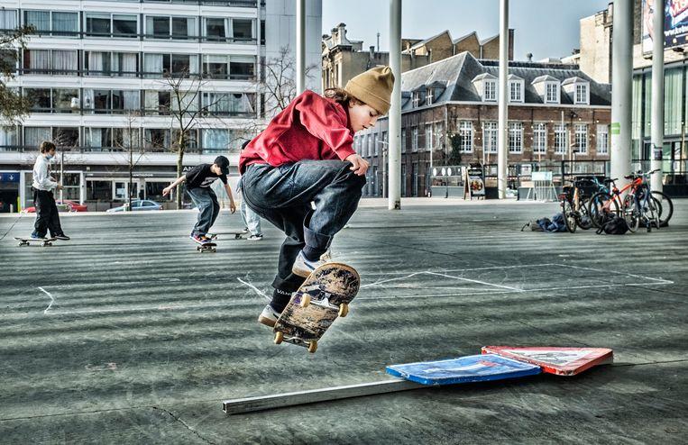 Het plein geldt als een van de belangrijkste plekken waar jonge skaters in Antwerpen samenkomen. 'De ideale locatie.'  Beeld Tim Dirven