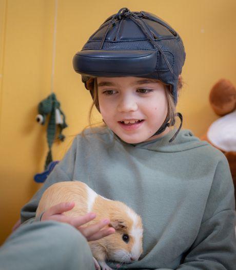 Isa (8) uit Genemuiden heeft 300 tot 500 epileptische aanvallen per dag: 'Ze kan geen kind zijn'