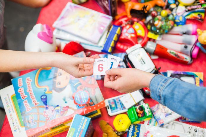 Zijn uw kinderen hun speelgoed zat? In het Groene Huis aan de Schothorsterlaan 21 kan oud speelgoed worden ingeruild voor punten, die later ingewisseld kunnen worden voor ander ingeleverd speelgoed. Inleveren kan vandaag en morgen van 9.00 tot 17.00 uur. Inruilen kan morgen van 19.30 tot 21.00 uur. FOTO ad