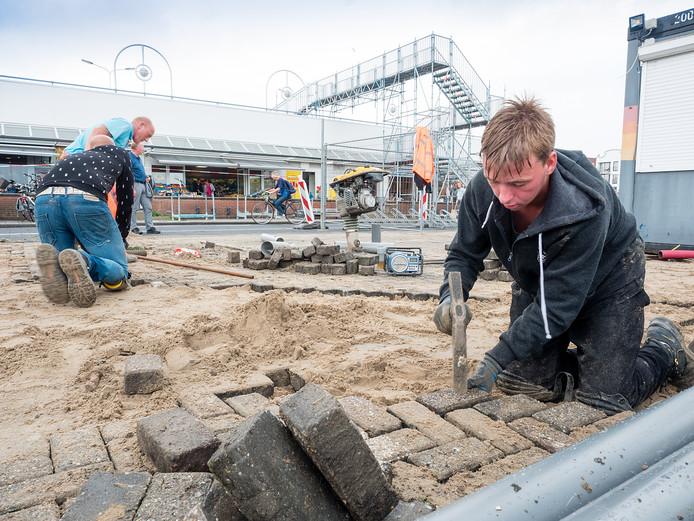 Stratenmakers van Henny Rietveld zijn bezig tussen De Vest en het Aarplein