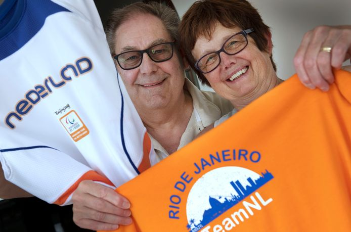 Beusichem Corrie en Cok Versloot ouders van rolstoelbasketbalster Carina de Rooij, zie gingen alle buitenlandse wedstrijden, shirts uit Brazilië en China getuigen daarvan.