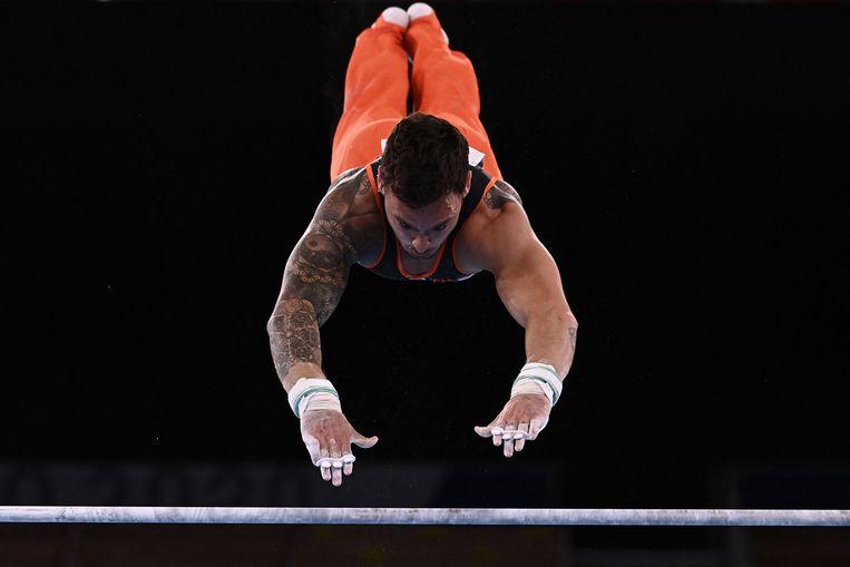 Bart Deurloo in actie op de rekstok tijdens de olympische finale. Beeld AFP