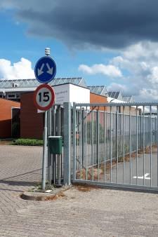 Zorgpersoneel met coronaklachten gaat door de teststraat in Den Bosch