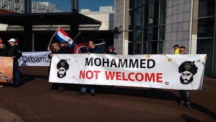 Demonstranten voor de Stopera op 12 maart.