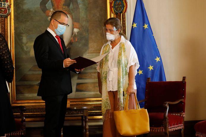 Le ministre vénézuélien des Affaires étrangères Jorge Arreaza et l'ambassadrice de l'UE Isabel Brilhante