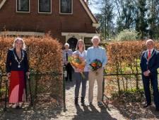 Niet één maar twee burgemeesters op de stoep bij Wapenvelder Henderikus Cazemier