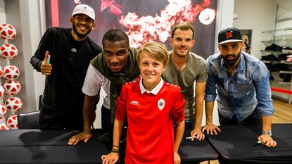 Selfies met Antwerpspelers in pop-upshop