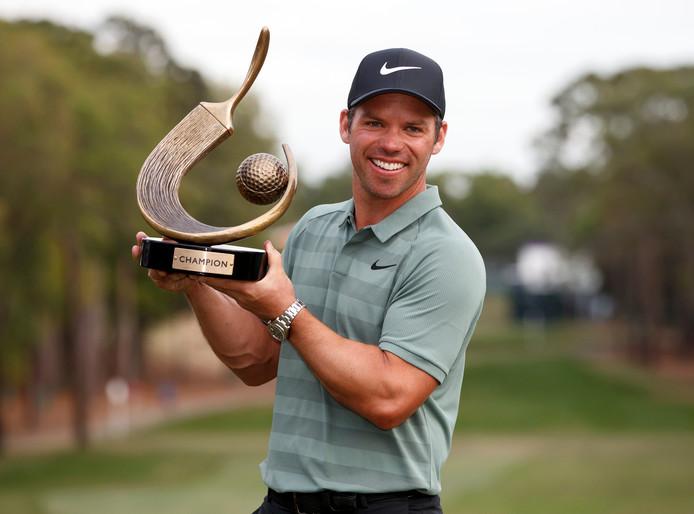 Paul Casey met de trofee.