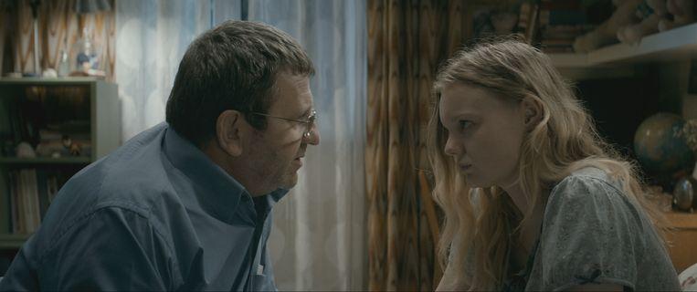 Dokter Romeo Aldea (Adrian Titieni) wil een beter leven voor zijn dochter. Beeld rv