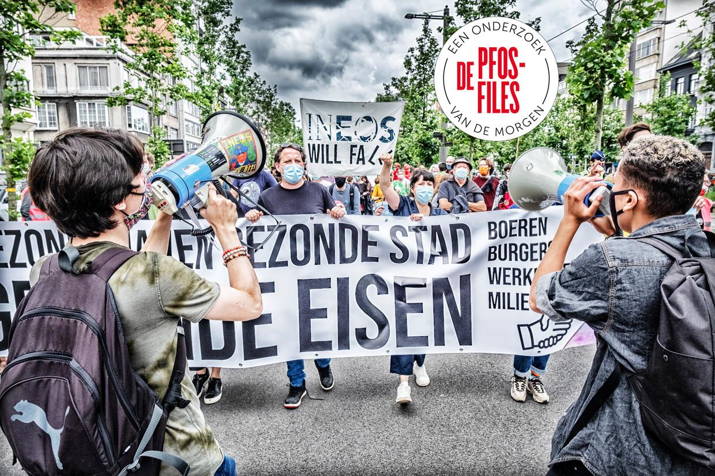 Op 2 juli hielden meer dan 400 mensen een mars om hun bezorgdheid te uiten over de PFOS-vervuilling in en rond de 3M-fabriek in Zwijndrecht. Beeld Tim Dirven