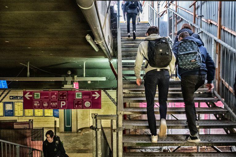 De werken aan het station Gent sint Pieters gaan zeker nog tot 2028 duren. Beeld Tim Dirven