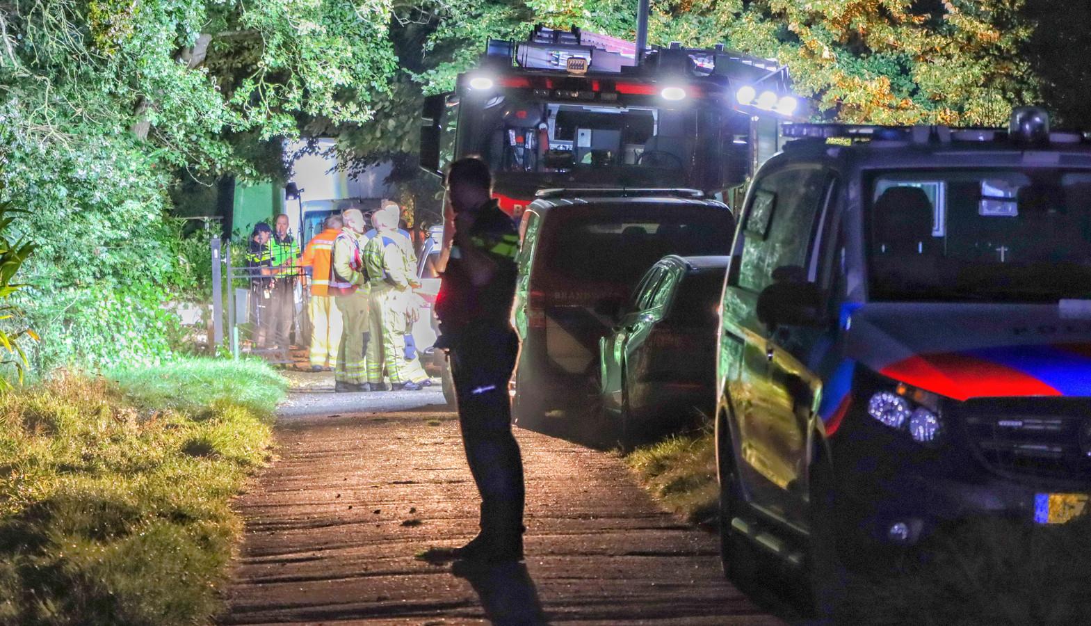In Dalen werd een groot drugslab gevonden door de politie. Twee verdachten werden op de A28 bij Zwolle opgepakt.