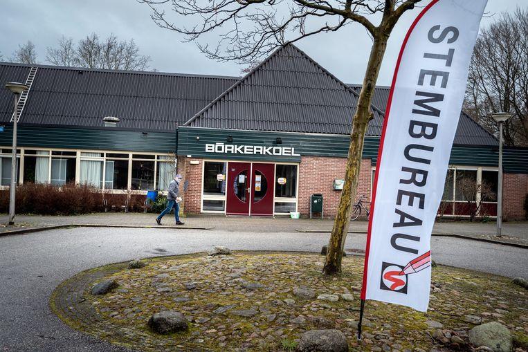 Stemlokaal De Börkerkoel in Westerbork.  Beeld Reyer Boxem