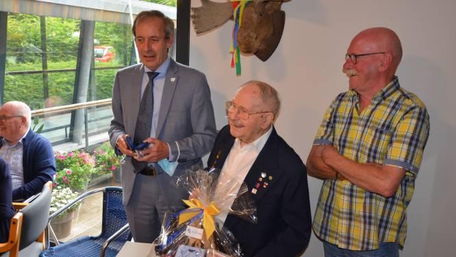"""Oudste man én oud-strijder van Sint-Niklaas Albert viert 105de verjaardag: """"Mijn geheim? Elke dag goedgeluimd opstaan"""""""