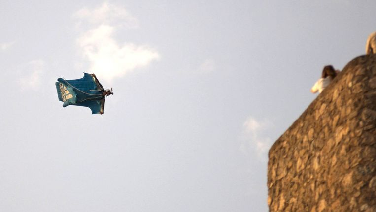 Dario Barrio tijdens zijn sprong Beeld EPA