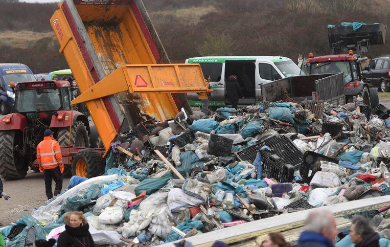 Afval van het strand van Schiermonnikoog. Beeld Getty Images