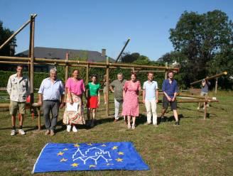 Scouts bouwen ijzertijdhuis in gemeentepark
