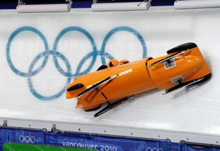 De Nederlandse tweemansbob crasht woensdagavond (plaatselijke tijd) tijdens de eerste officiële training op de olympische baan. ANP Beeld