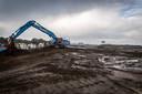 De aanleg van de nieuwe de geluidswal bij de Verlengde Kennedylaan ter hoogte van Blixembosch.
