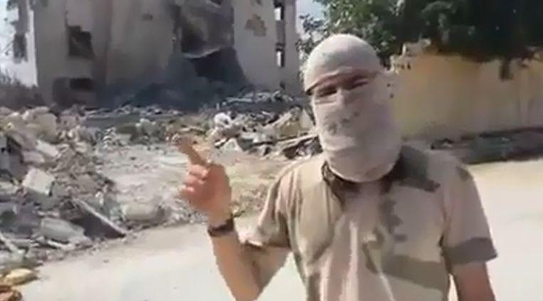 De Nederlandse jihadstrijder Muhajiri Sháám in een videoboodschap. Beeld YouTube