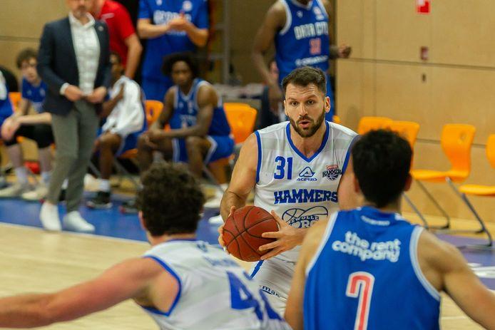 Jozo Rados liet uitstekende cijfers noteren in de wedstrijd tegen Almere Sailors: 17 punten, 10 rebounds.