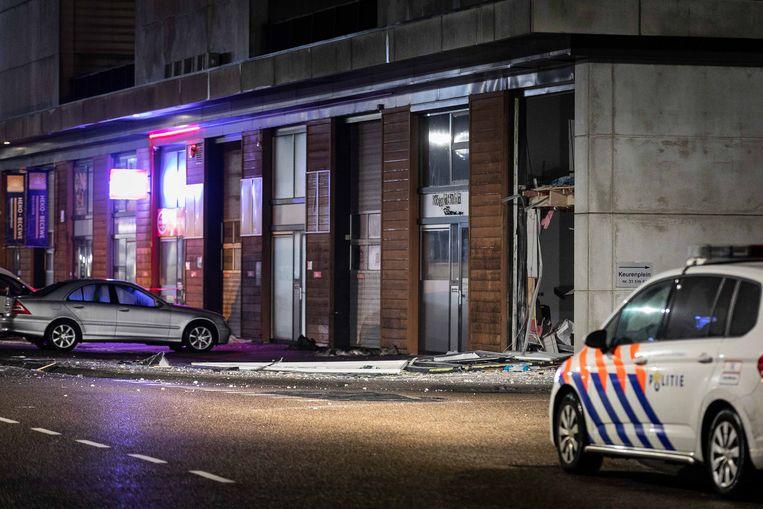 Een bedrijfspand op een bedrijventerrein in Amsterdam-Osdorp is zwaar beschadigd geraakt door een explosie.  Beeld ANP