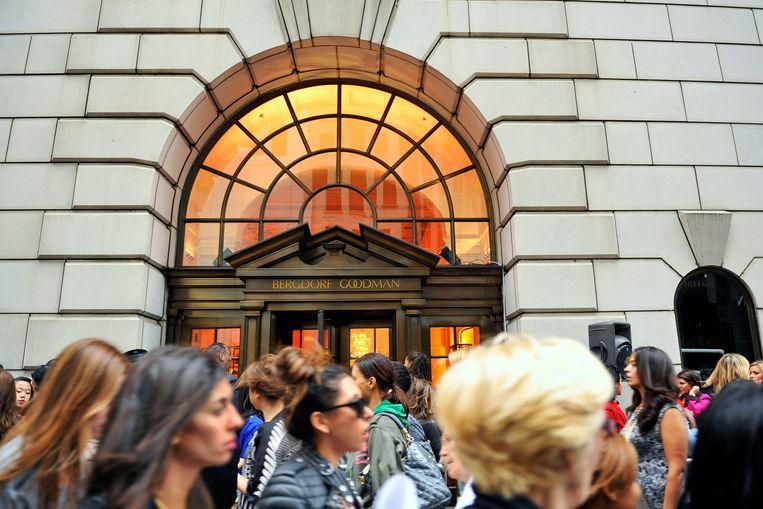 Het chique warenhuis Bergdorf Goodman, waar de verkrachting zou hebben plaatsgevonden. 'Hé, jij bent die vrouw van de adviezen', zou Trump tegen columniste Elizabeth Jean Carroll buiten hebben gezegd. Ze ging met hem mee, beweert Carroll, om hem te helpen bij het uitzoeken van een cadeau voor een vriendin van de miljardair. Beeld AP