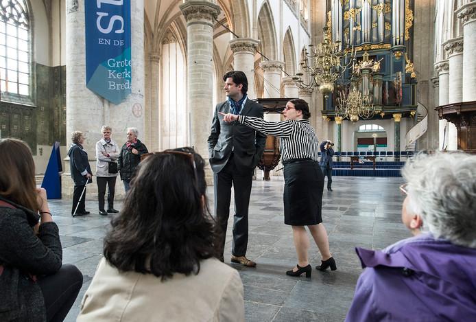 Bezoekers in de Grote Kerk van Breda.
