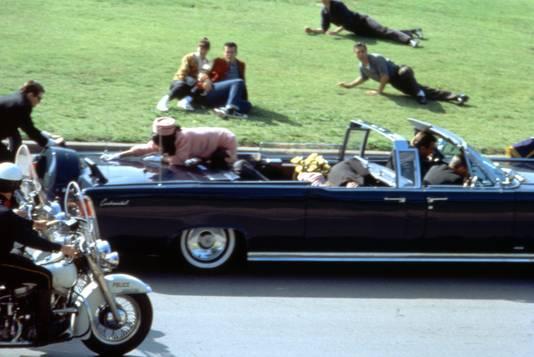 De scene van de moord op JFK in Dallas zoals hij in Stones film JFK is nagespeeld.