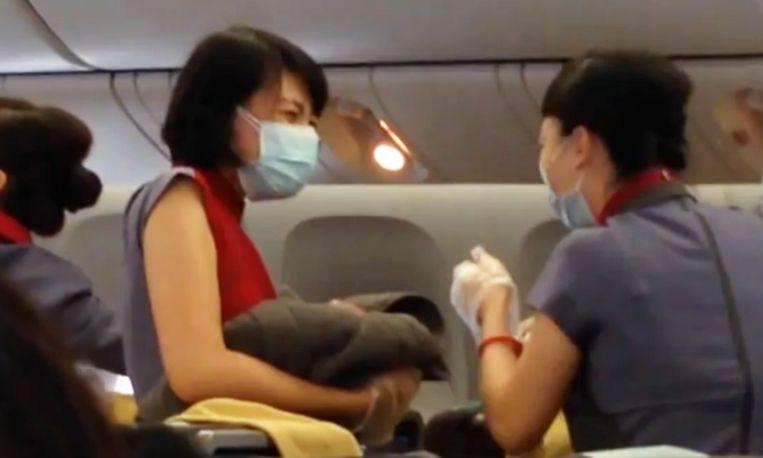 Kijken: baby wordt geboren in vliegtuig