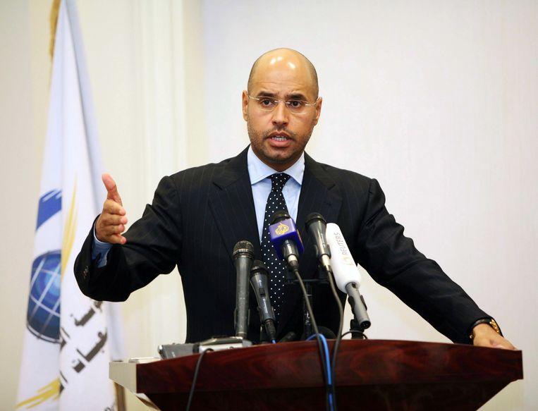 Saif al-Islam Kadhafi, hier tijdens een persconferentie in de Libische hoofdstad Tripoli. Beeld EPA