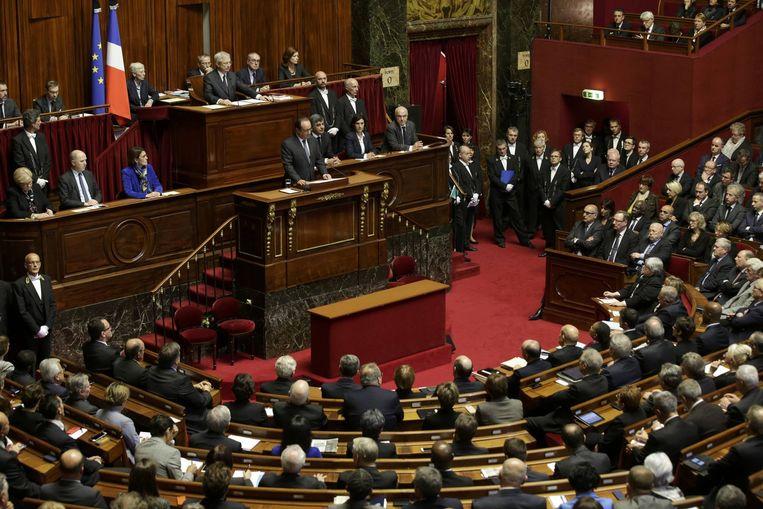Hollande spreekt het parlement toe. Beeld Reuters
