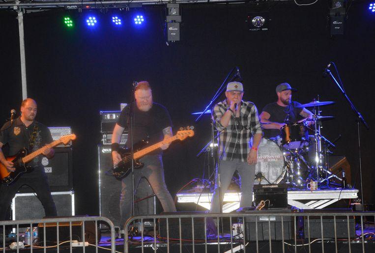 Eleven-O-Seven op het podium tijdens Festivark.