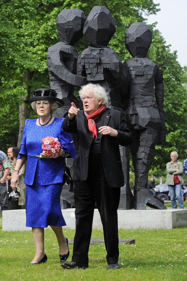 Prinses Beatrix krijgt een rondleiding van curator Rudi Fuchs tijdens de opening van ArtZuid 2015. Beeld anp