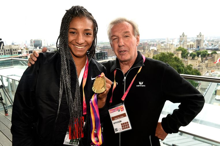 Thiam en haar coach in 2017. Beeld Photo News
