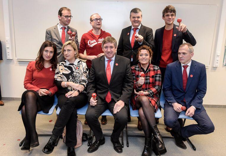 De Vlaamse regering op de Rode Neuzen Dag. Beeld Photo News