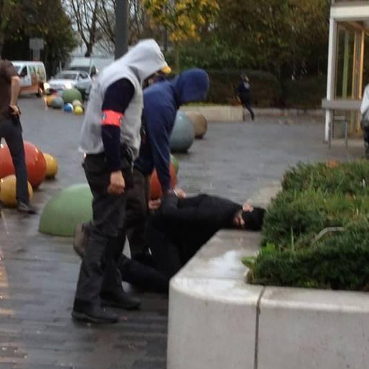 Eén van de arrestaties gisteren in Molenbeek.