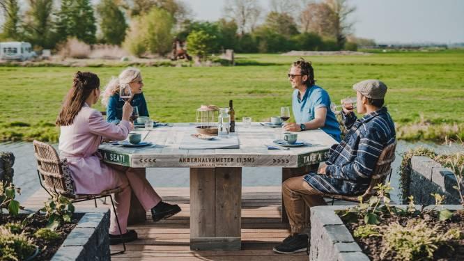 Aan deze 1,5-metertafel kun je veilig met je vrienden borrelen
