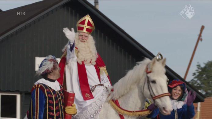 Sinterklaas komt aan op de Dieuwertje Blokkade.