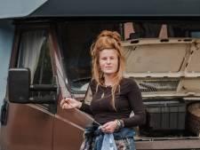 Haar in een knot en de beuk erin, Loes (23) knapte camper Dolly op: 'Ruw werk geeft me adrenaline'