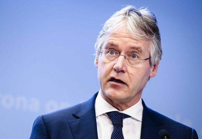 Arie Slob, demissionair minister voor Basis- en Voortgezet Onderwijs, noemt de verhalen over Gomarus 'ontzettend pijnlijk'.