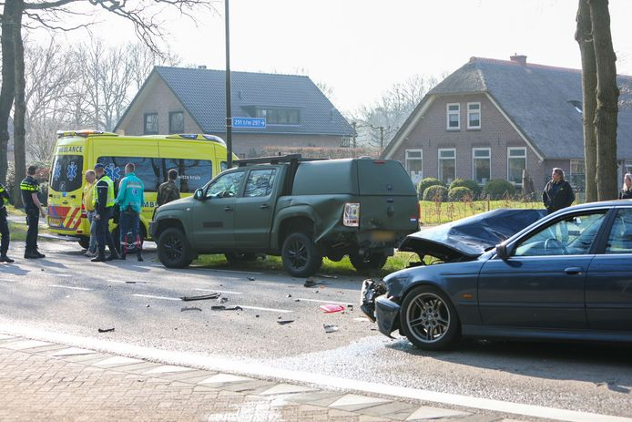 Bij het ongeluk op de N344 waren twee voertuigen betrokken.