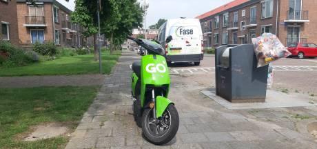 Deelscooters in Zwolle zorgen voor overlast op de stoep, dit gaat de stad er aan doen