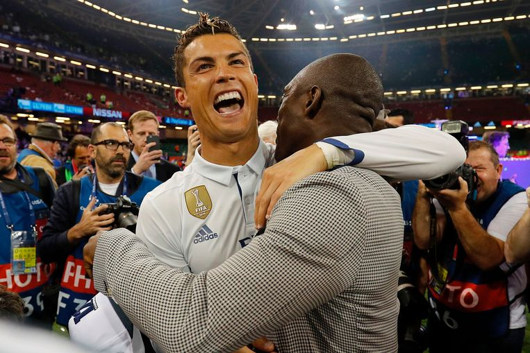Real Madrid's Portuguese striker Cristiano Ronaldo celebrates after Real Madrid won the UEFA Champions League final football match between Juventus and Real Madrid at The Principality Stadium in Cardiff, south Wales, on June 3, 2017. / AFP PHOTO / Adrian DENNIS Beeld null