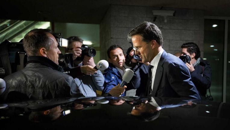 Premier Mark Rutte gisteravond voor aanvang van het coalitieoverleg over de opvang van illegalen. Het overleg gaat vandaag verder. Beeld anp
