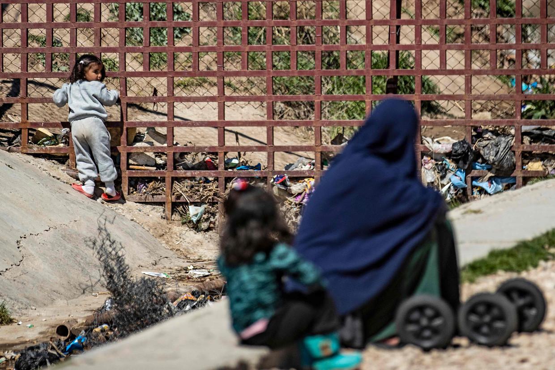 Een beeld uit kamp Roj in Noordoost-Syrië, waar de gerepatrieerde vrouwen en kinderen vandaan komen.  Beeld AFP
