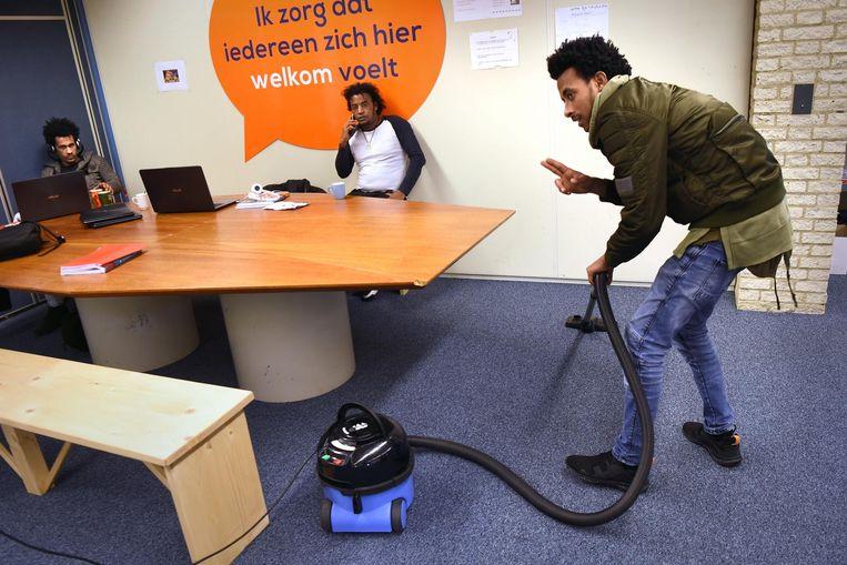 In Veldhoven worden statushouders intensief begeleid zodat ze snel Nederlands leren en een baan kunnen vinden.  Beeld Marcel van den Bergh