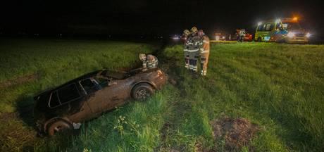 Auto in de sloot naast A12 bij Duiven, inzittenden lichtgewond
